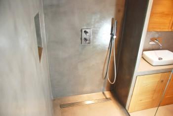 Béton ciré salle de bain ©BRUTDESIGN